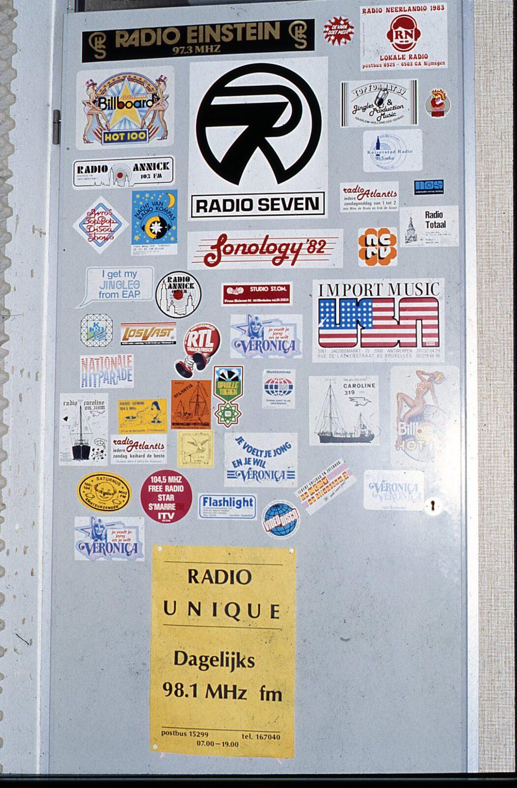 weezenhof deur met radiostickers