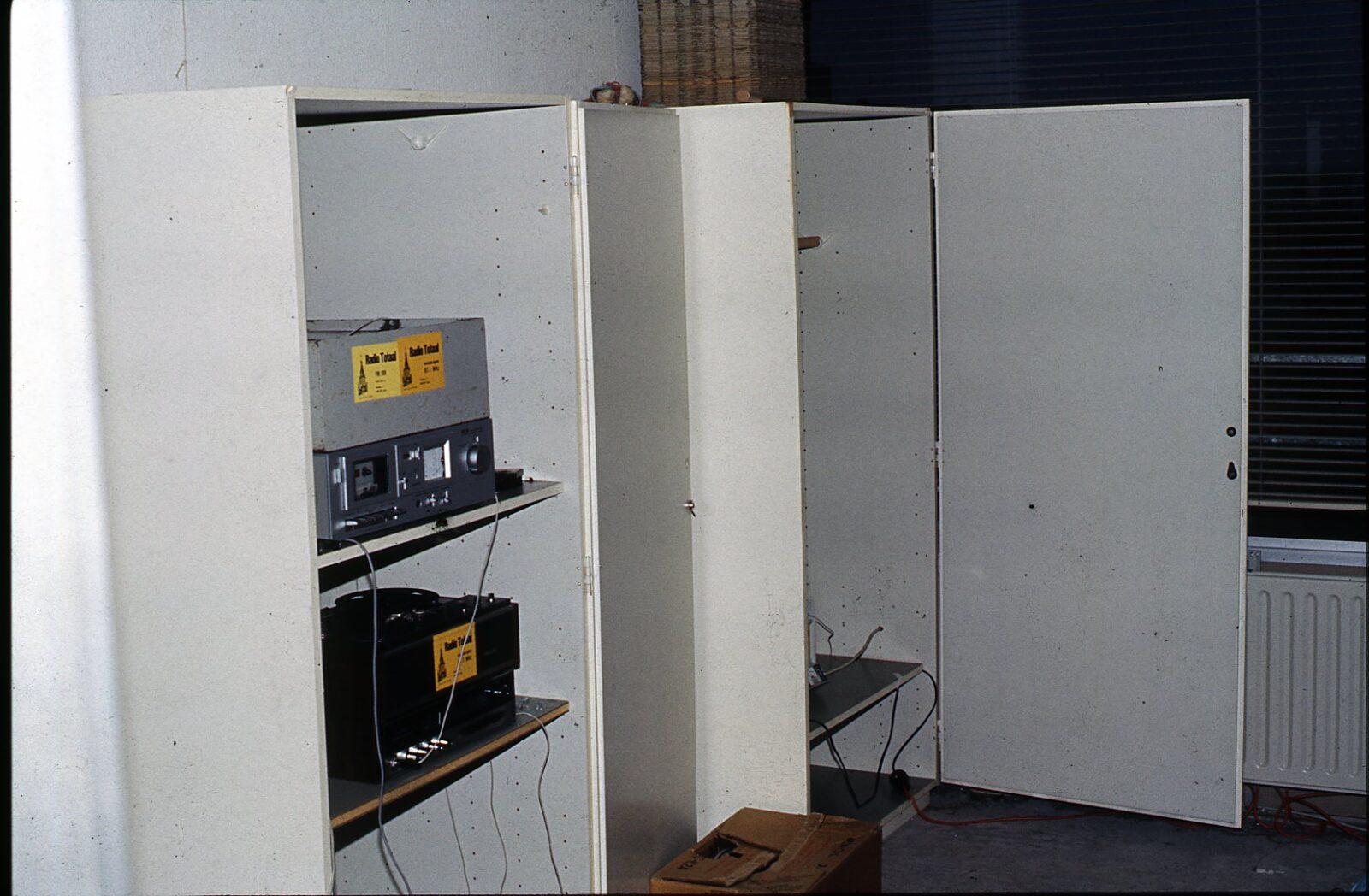 weezenhof kast met apparatuur 1